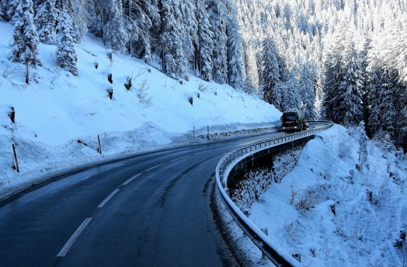 How to Stay Safe When Trucking This Winter